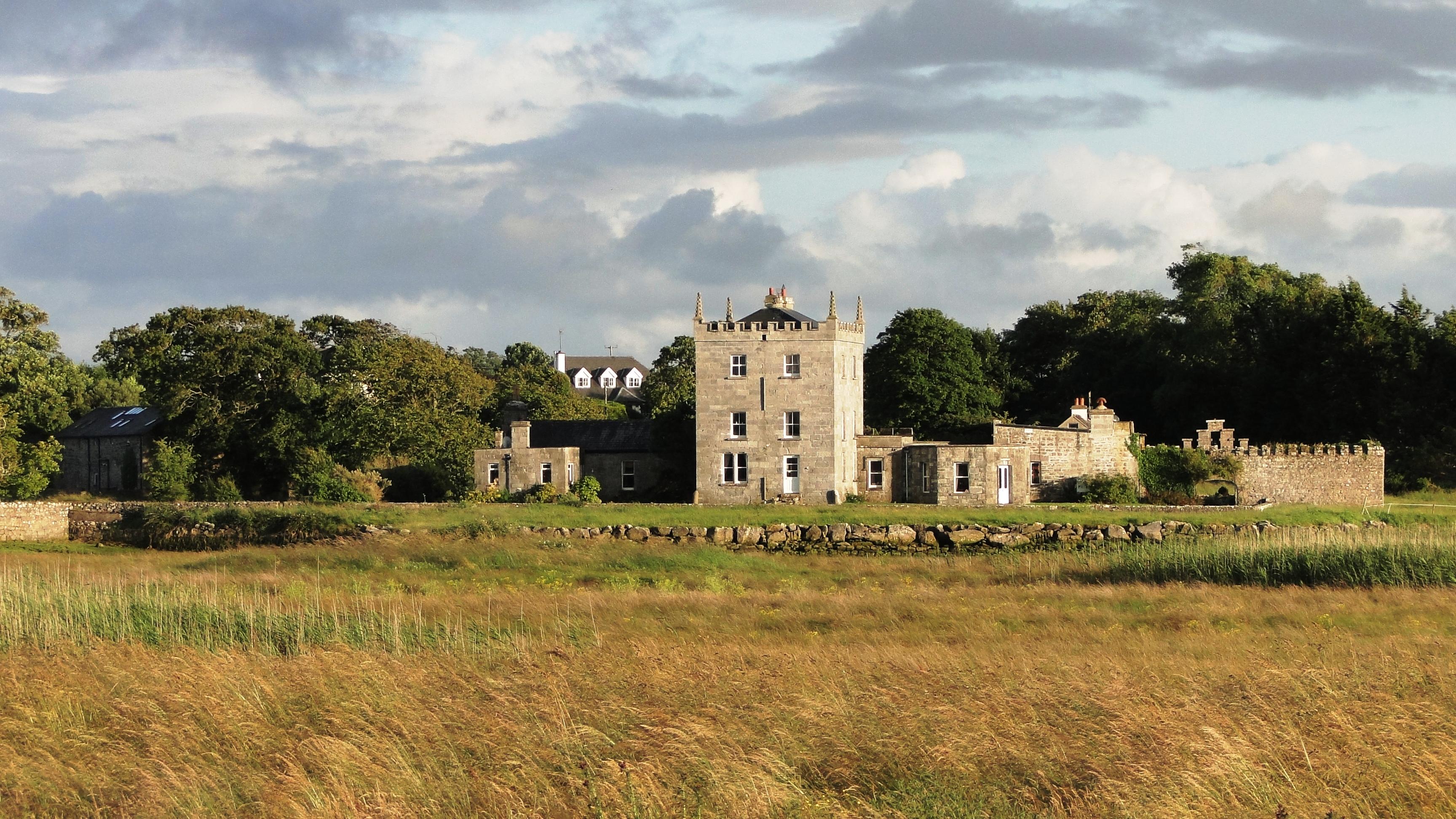 Kilcolgan_Castle_Ireland.JPG